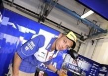 Rossi consegna la XJ6 al vincitore del concorso GP Race 4 Fastweb Tour