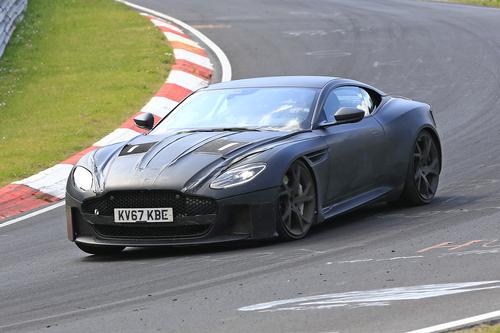 Aston Martin DBS Superleggera, le foto spia
