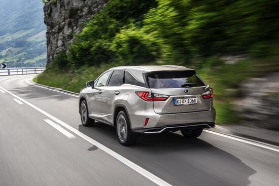 Come va il nuovo SUV 7 posti by Lexus