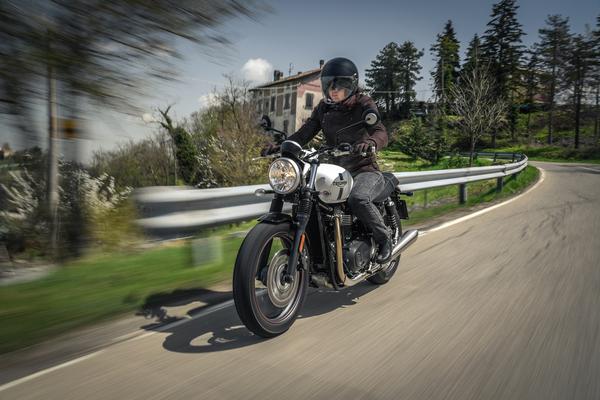 san francisco 59f7f 728b6 Ducati Scrambler 800, Moto Guzzi V7, Triumph Bonneville ...