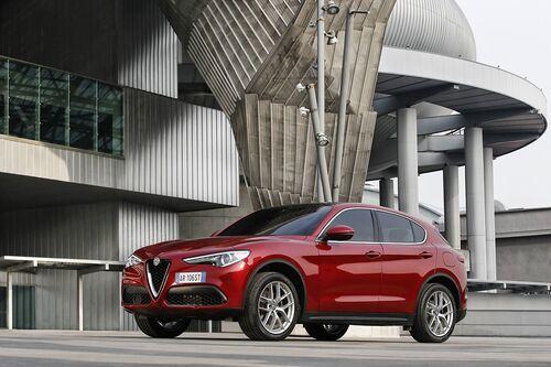 Alfa Romeo Stelvio, ecco i prezzi aggiornati del SUV milanese (8)