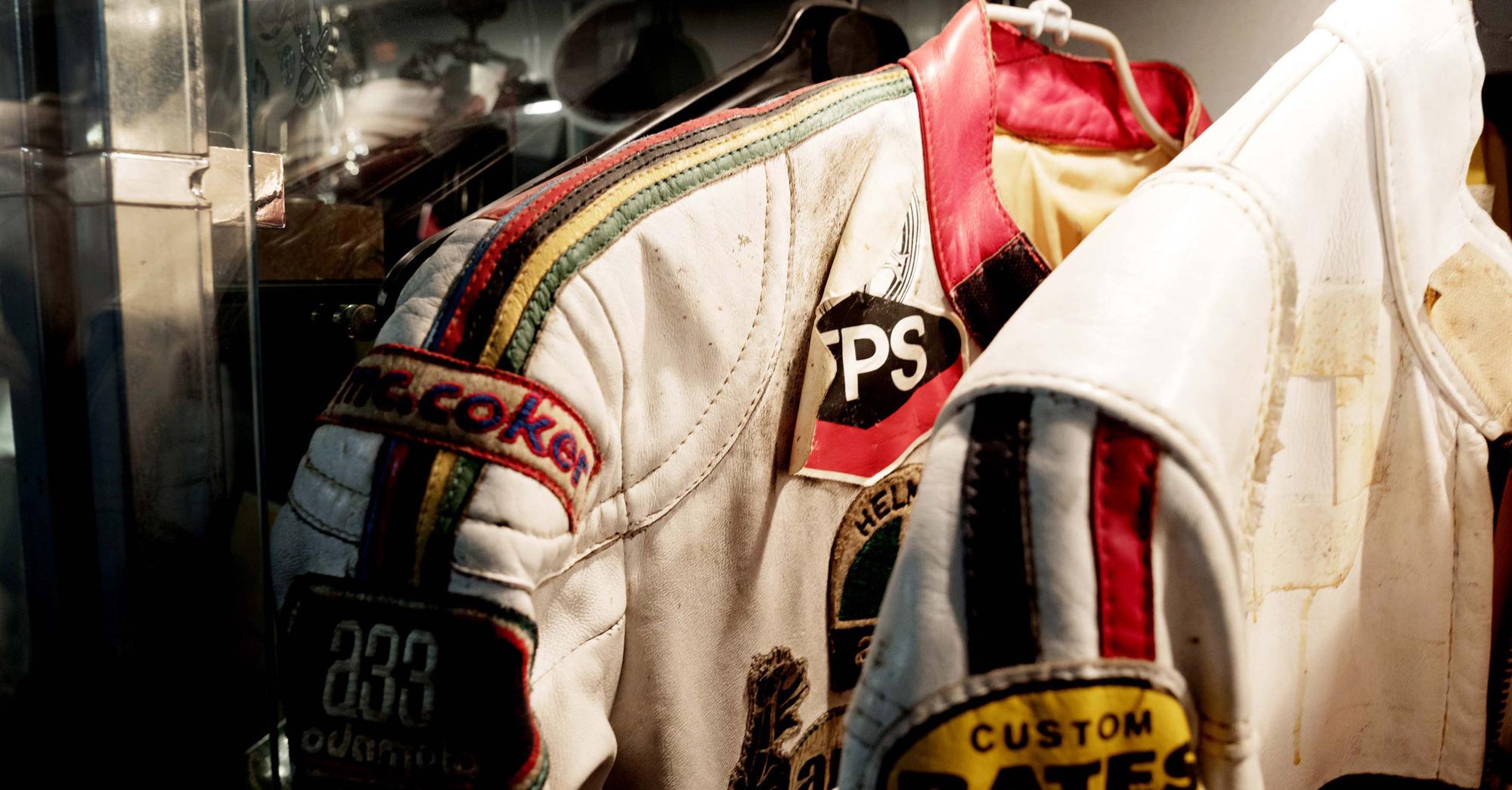 Giacomo Agostini fu uno dei primi a usare le tute colorate (Photo by Gabriele Micalizzi)