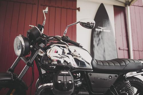Moto Guzzi V7 III Limited, debutto a Wheels & Waves (4)