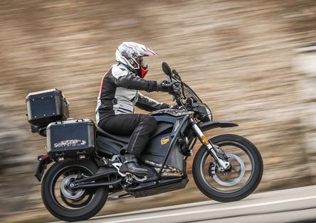 Zero Motorcycles DSR Black Forest. Globetrotter ecologica. Silenziosa e divertente