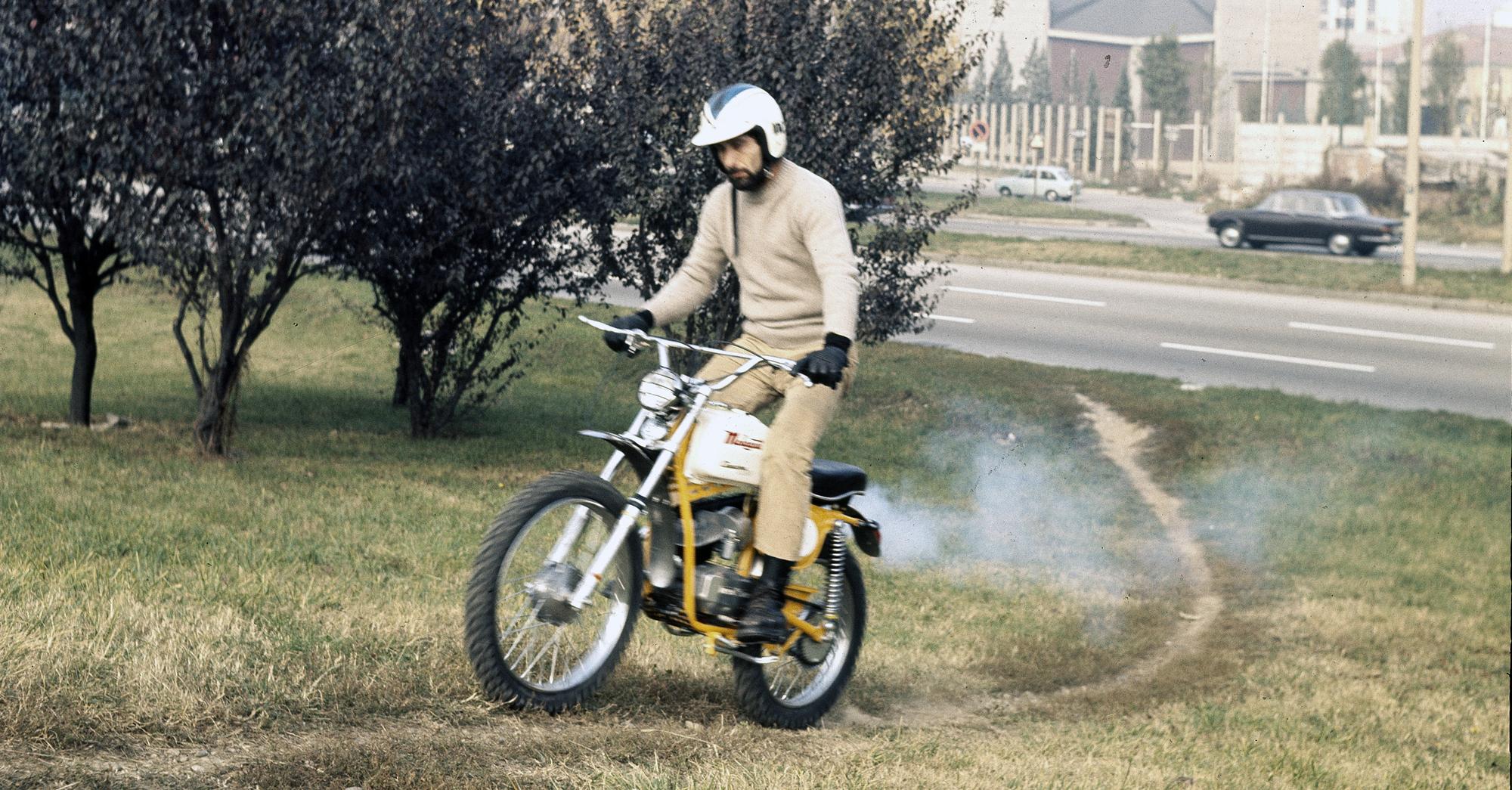 Una delle primissime prove di Nico per Motociclismo: alla montagnetta di San Siro con un Malaguti