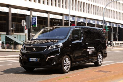 """Peugeot Traveller, vettura ufficiale della serie TV """"4 Ristoranti"""" (2)"""