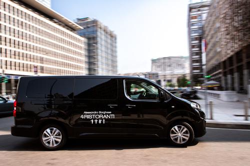"""Peugeot Traveller, vettura ufficiale della serie TV """"4 Ristoranti"""""""