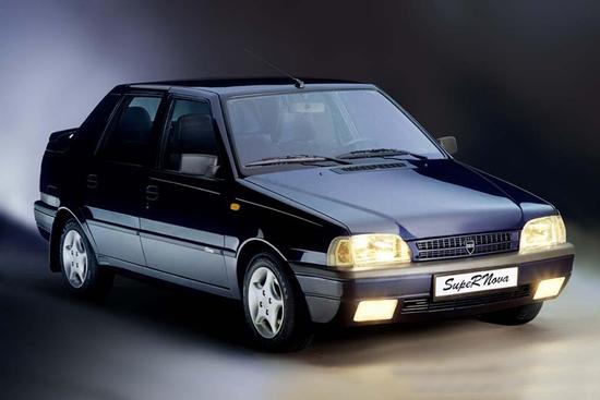 La Dacia SupeRNova è la prima Dacia dell'epoca Renault dopo la caduta del muro di Berlino