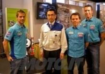 Capirossi e Bautista visitano la Suzuki