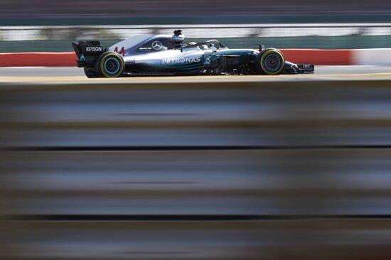Grande rimonta per Lewis Hamilton nel GP di Silverstone