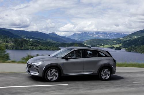 Hyundai Nexo: il futuro a idrogeno è già qui e funziona bene [video] (3)