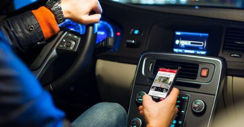"""Cellulare in auto: arriva un """"autovelox"""" speciale"""