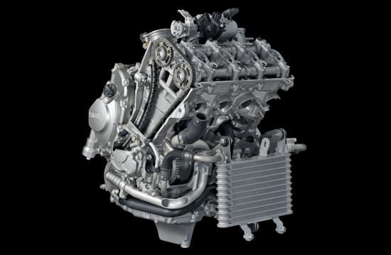 Niente turbo, qui! Per fornire potenze specifiche straordinarie in campo motociclistico si adottano soluzioni analoghe a quelle impiegate dai motori di Formula Uno aspirati dei primi anni Duemila. Questo è un quadricilindrico Yamaha R1 di 1000 cm3, che eroga 200 CV a 13500 giri/min