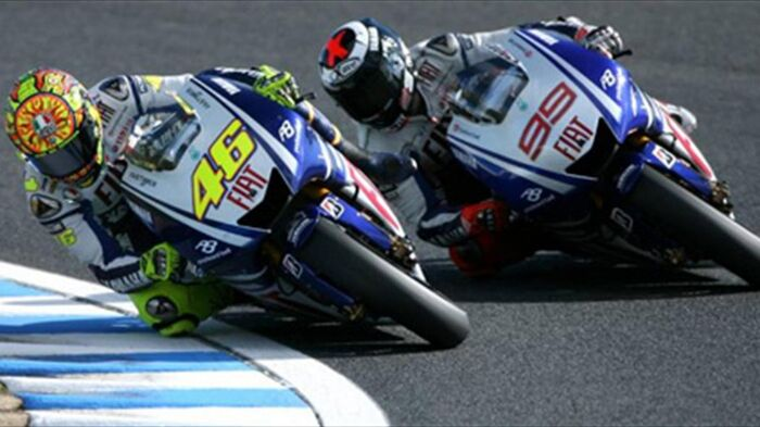 Rossi e Lorenzo all'ultima curva del Catalunya 2009