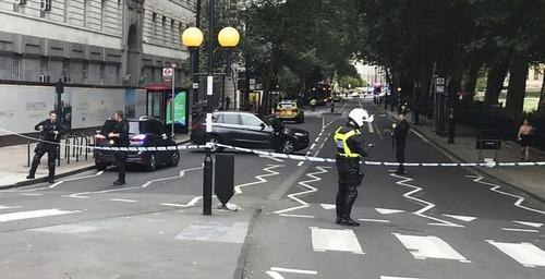 Londra, Auto si schianta su sede parlamento. Feriti e un arresto