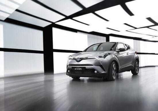 Toyota C-HR, il crossover compatto debutta al Salone di Ginevra 2016