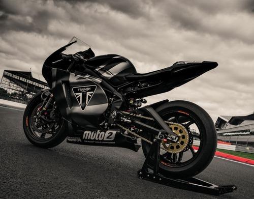 Triumph Moto2 a Silverstone con James Toseland (2)
