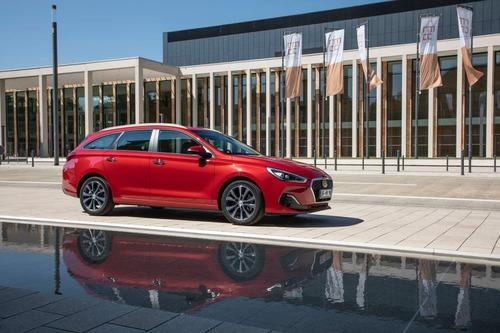 Hyundai i30, aggiornamenti estetici e nuovo motore diesel