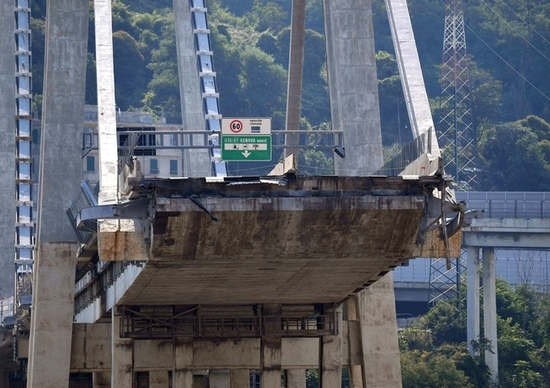 Crollo ponte Morandi, indagate 20 persone e Autostrade
