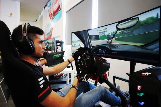 Enzo Bonito, il campione del Porsche Carrera Cup eSport