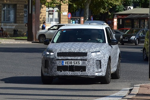 Land Rover Discovery Sport restyling, le foto spia (2)