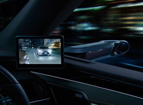Lexus ES, addio specchietti. Arrivano i retrovisori digitali (3)