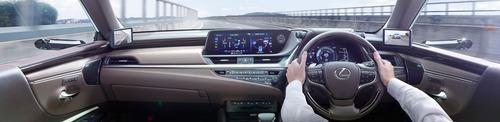 Lexus ES, addio specchietti. Arrivano i retrovisori digitali (8)