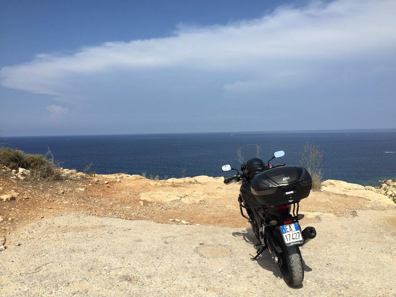 """Dal Rosa al Blu: """"diario di bordo di un giovane motociclista"""""""
