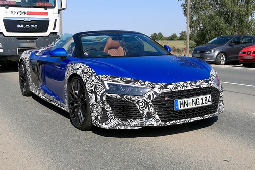 Audi R8 Spyder restyling, le foto spia (2)