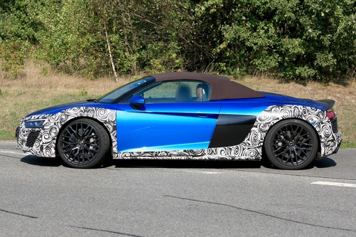 Audi R8 Spyder restyling, le foto spia (8)