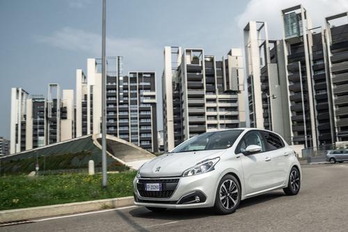 Peugeot 208 Signature, 1.200 esemplari per l'Italia (2)
