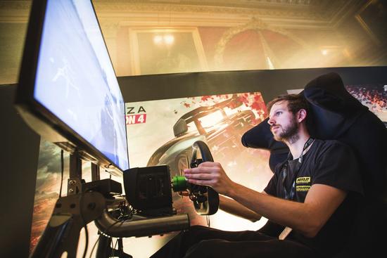 Forza Horizon 4 esprime il massimo del suo potenziale con volante e pedaliera