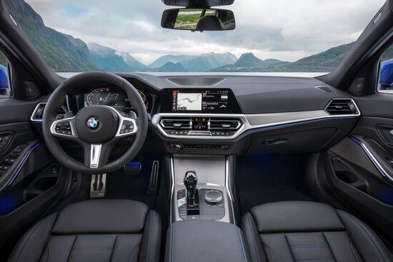 L'abitacolo della nuova BMW Serie 3 presentata al Salone di Parigi 2018