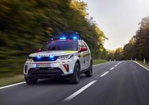 Land Rover al Salone di Parigi 2018 con una Discovery per la Croce Rossa