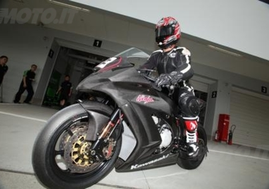 Kawasaki Ninja ZX-10R 2011. Due giorni di test in pista