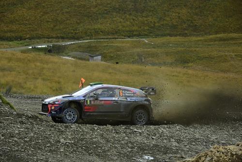 WRC18 Galles. Intrattabile Ogier (Ford), e fanno 5 (8)