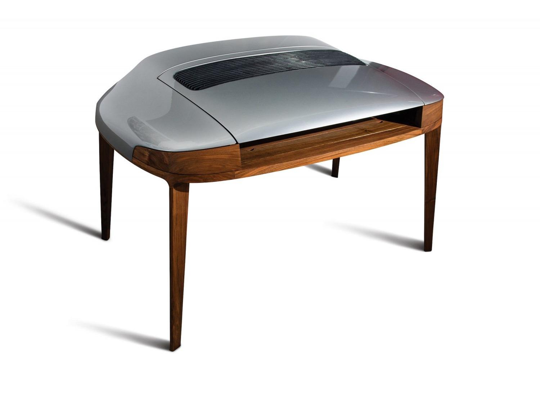 Porsche 911, un cofano che diventa scrivania