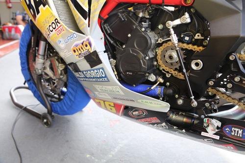 Il motore Trepistoni, con raccordi dell'impianto di raffreddamento migliorati e protezioni carter Bonamici
