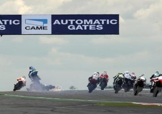 Paura a Silverstone nella gara della Supersport