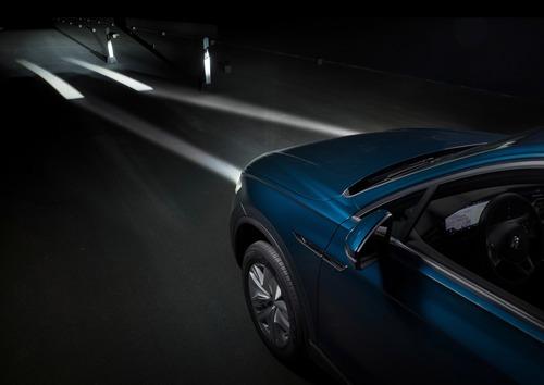 VW, Illuminazione: nuovi gruppi ottici e segnalazioni visive dell'auto [Parte 2 - Video] (5)