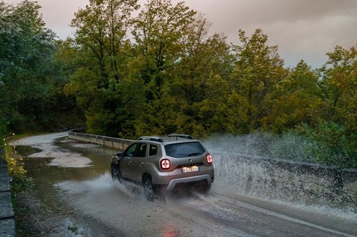 Nuovo Dacia Duster 2018 GPL: il N°1 dei SUV è gasato, ma con i piedi per terra [video] (4)