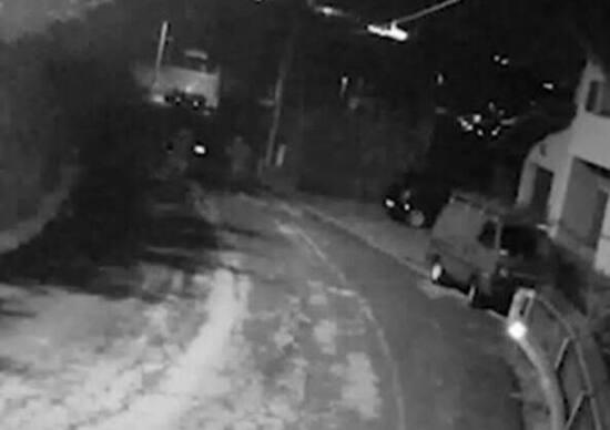 Como, cinque baby vandali danneggiano 60 auto. «Ci annoiavamo»