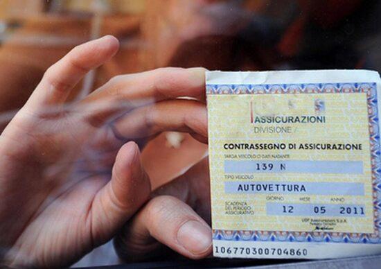 Guida senza assicurazione: patente sospesa e multe fino a 7000 euro