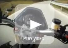 Aprilia Dorsoduro 1200 e Moto Guzzi V7 Racer. I video
