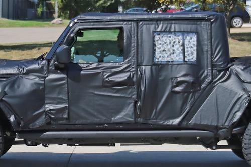 Jeep Gladiator: si chiama così il nuovo pick up? (6)