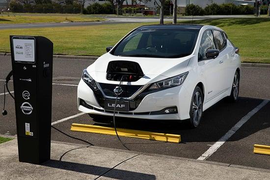 Le colonnine: un freno, o una spinta all'elettrificazione passano anche da loro, oltre che dagli incentivi statali per cambio auto