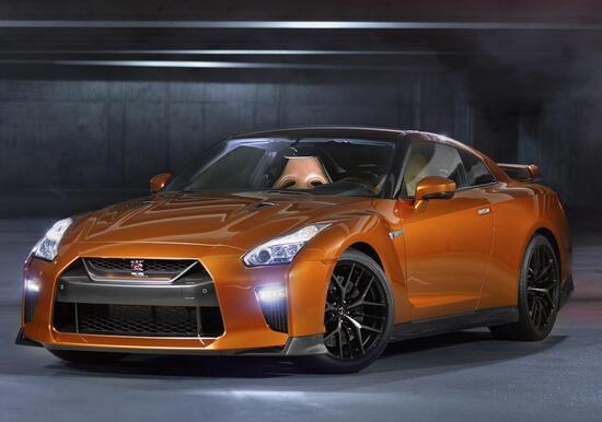 Nissan GT-R restyling 2016, il mito si rinnova