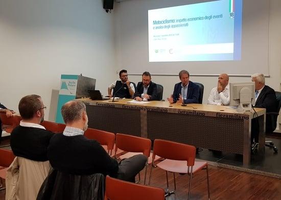 Il tavolo del convegno FMI: da sinistra, Dario D'Agostino, Marcello Vulpis, il Presidente FMI Giovanni Copioli, Rocco Lopardo e, seminascosto, il professor Pierluigi Ascani