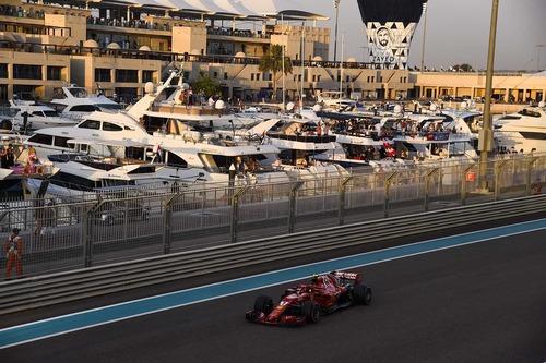F1, GP Abu Dhabi 2018: la tuta di Alonso e le altre news (8)