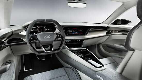 Gli interni della Audi e-tron GT Concept